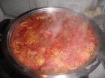 sarmalele acoperite cu pasta de tomate.