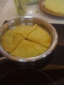 4 clatite umlute, sub forma de triunghi.