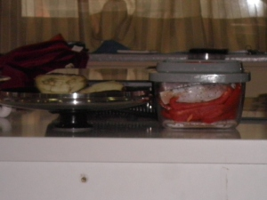 Carnea pentru friptura si ardeiul rosu, pastrate in vid.