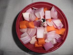 ceapa si morcovul, tocate cu rasnita de la mixsy.